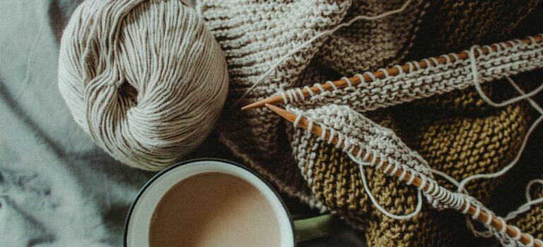 Styrk din mentale sundhed med kreativ hobby som strikke.