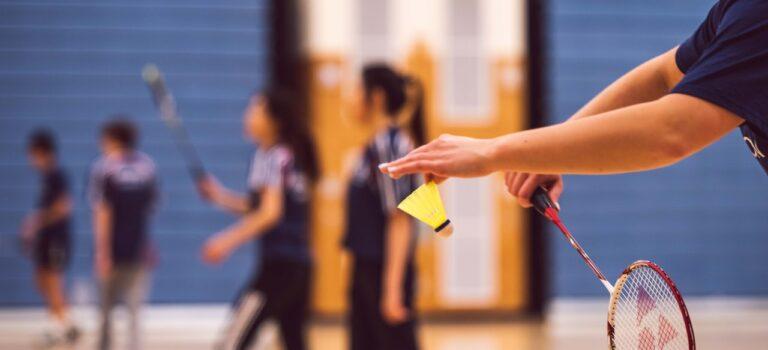 Kom i form med badminton – sådan gør du